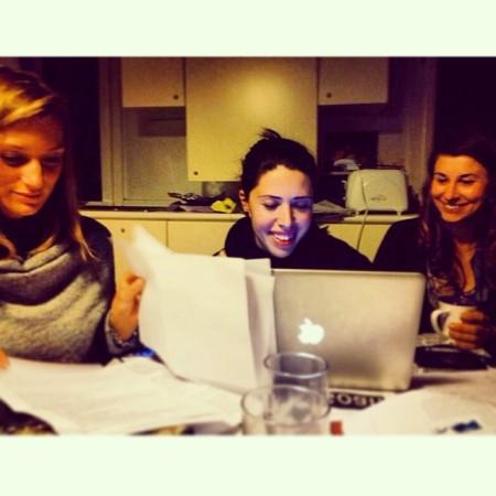 Giulia, Carlotta e Simona al lavoro